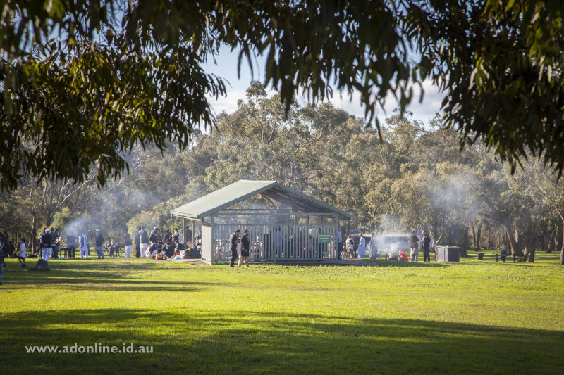 Families enjoying a barbecue at Jells Park.
